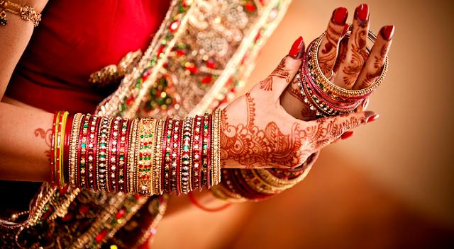 Bridal-bangles-sets-for-bride-on-wedding-1